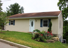 27 Curtis Street Athens, Ohio, 4 Bedrooms Bedrooms, ,2 BathroomsBathrooms,Apartment,For Rent,Curtis,1053